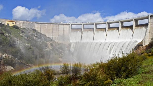 El pantano de Melonares desembalsando agua