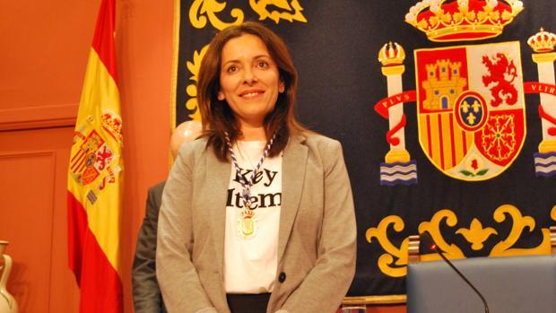 María de los Ángeles Ballesteros, la nueva concejala socialista, ayer durante el pleno municipal