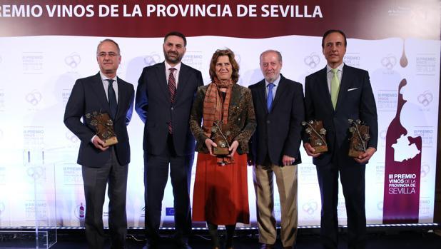 El presidente de la Diputación y el consejero de Turismo, durante la entrega de los premios