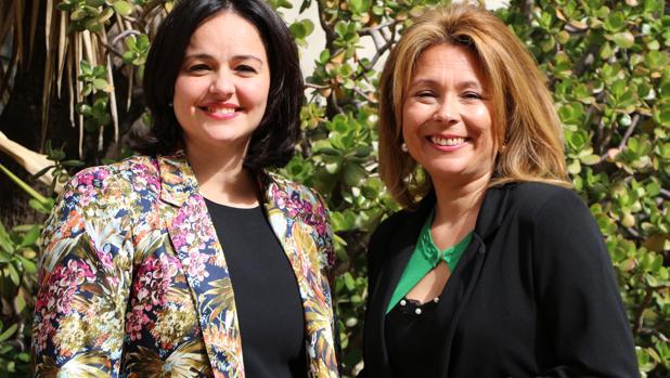 María Elena Romero (derecha), junto a la presidenta del PP de Sevilla Virginia Pérez