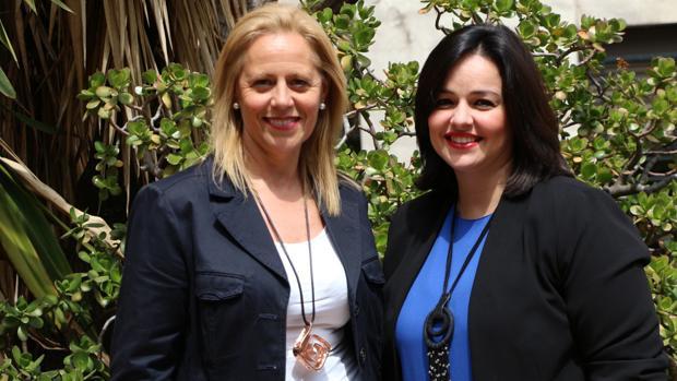 Lola Romero (izquierda), junto a la presidente del PP de Sevilla Virginia Pérez