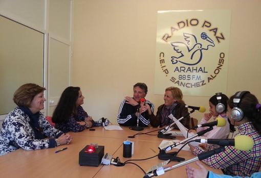Antonio Brenes, exdirector del centro, entrevistado por sus alumnos