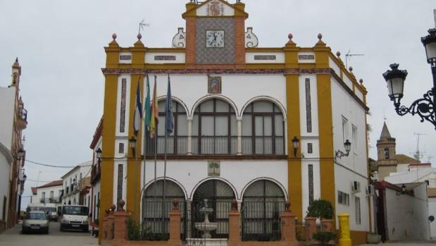 El PP denuncia que la alcaldesa de Huévar ha iniciado hoy «un ERE que llega con siete años de retraso»