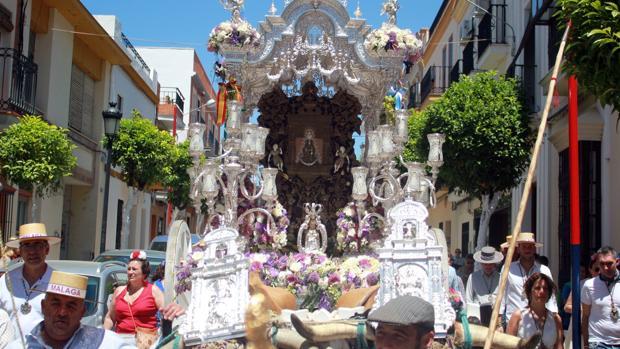 Hermandad de El Rocío de Málaga a su paso por La Puebla del Río