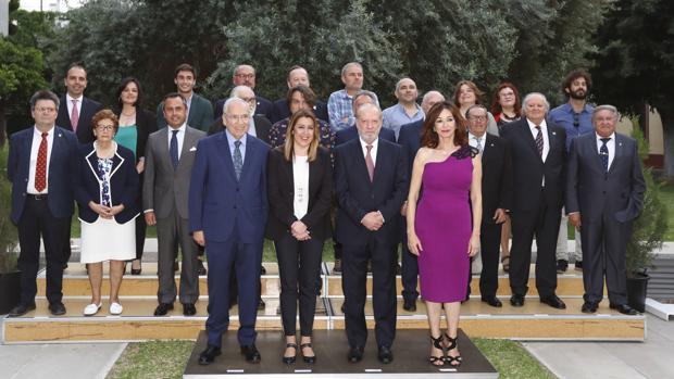 Entrega de medallas y diplomas en la Diputación de Sevilla en el Dia de la provincia