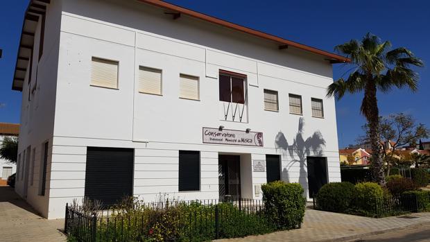 Los 400 alumnos del conservatorio de música de Sanlúcar la Mayor no podrán finalizar el curso