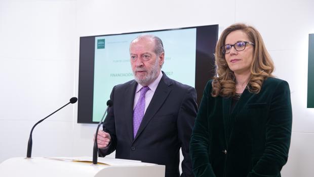 El presidente de la Diputación, Fernando Rodríguez Villalobos, y la diputada Lidia Ferrera