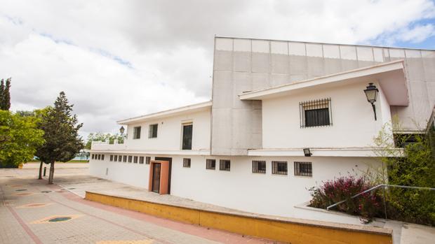Edificio del Complejo Deportivo «Ciudad de Lebrija» habilitado para las aulas del nuevo ciclo formativo