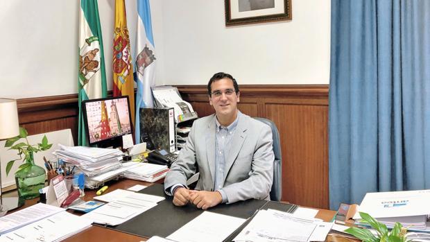 El alcalde Martín Torres anuncia que en tres años ha conseguido bajar la deuda a casi la mitad