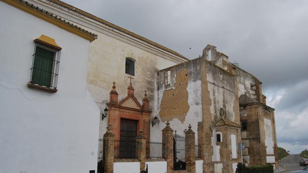 La iglesia de Santa es parte de un convento construido extramuros en Carmona