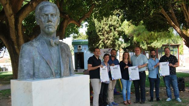 La alcaldesa de Alcala, Ana Isabel Jiménez, con representantes de colectivos que participan en la iniciativa