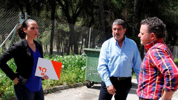 La portavoz de Ciudadanos Rosa Carro ha recogido las quejas de los vecinos de la zona
