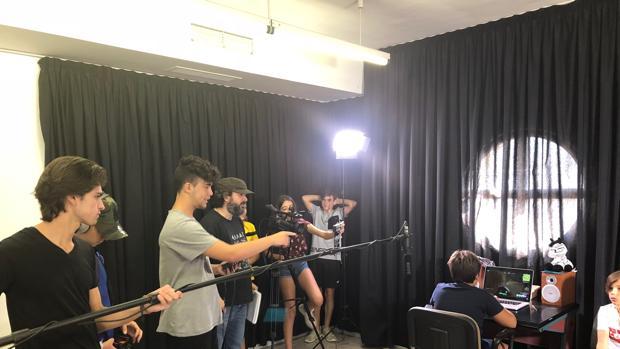 Los chicos participan en el proceso completo de creación de un cortometraje