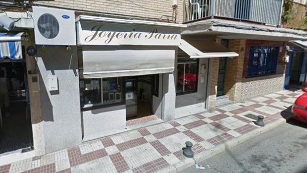 Tres hombres encapuchados robaron la joyería Parra en el barrio del Instituto de Alcalá a plena luz del día