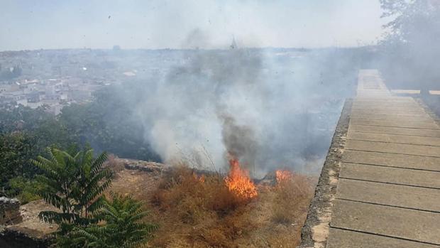 Uno de los incendios ha afectado a la zona de la ladera norte de la fortaleza