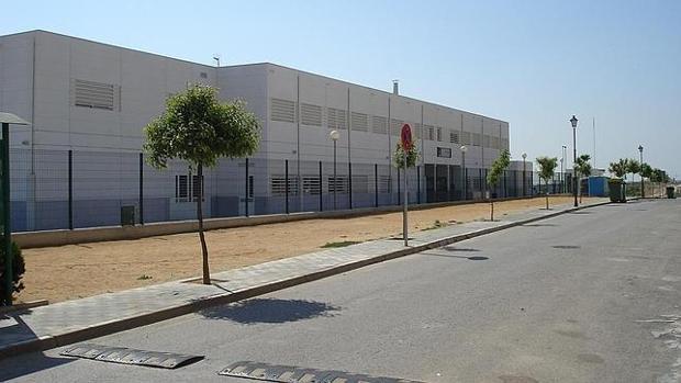 El Ayuntamiento de Castilleja de Guzmán reclama a la Junta las obras de la cubierta del colegio Monteolivo