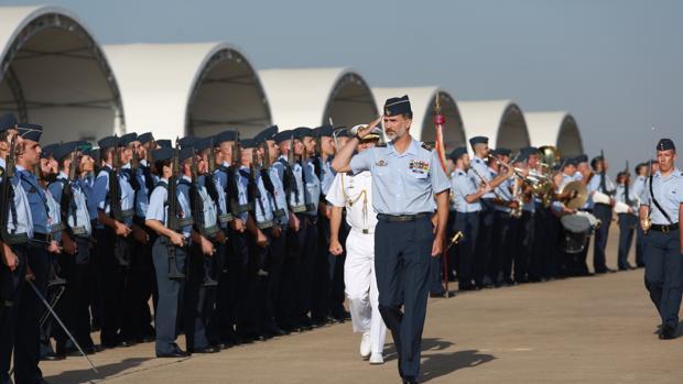 El Rey Felipe ha visitado por primera vez como monarca la Base Aérea de Morón