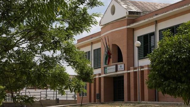 Los alumnos del instituto Pablo Neruda se niegan a ir a clase por temperaturas de hasta 39 grados