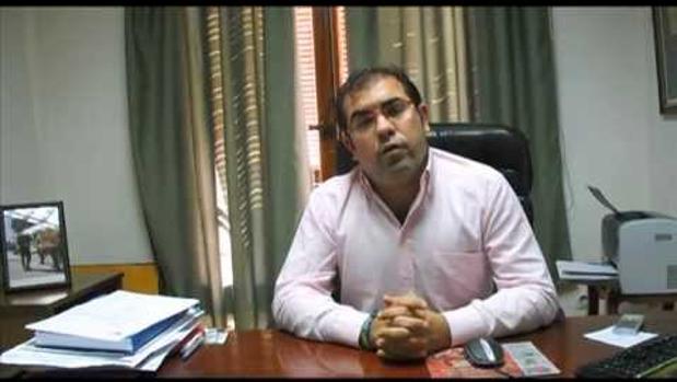 El portavoz del PP en Coria del Río, Andrés Parrado