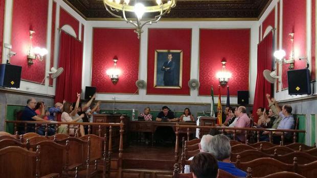 Votación del PGOU inicial de Morón de la Frontera, celebrado ayer en el salón de plenos del Ayuntamiento