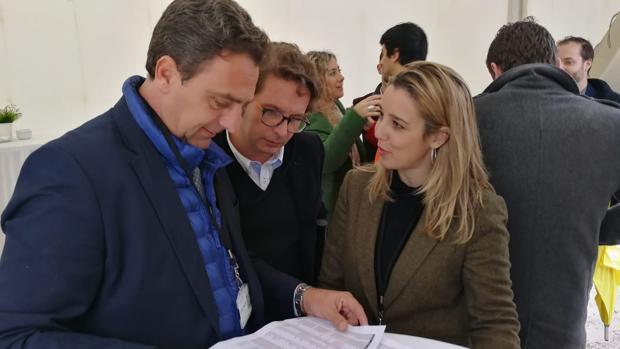 La alcaldesa de Alcalá de Guadaíra, Ana Isabel Jiménez, ha visitado las obras de la planta solar