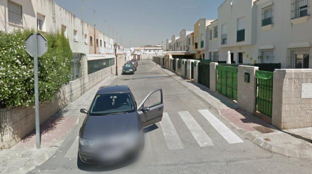 Una decena de casas en una misma barriada han sido ocupadas por el mismo individuo