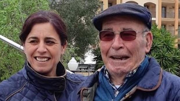 Los familiares junto a José Ternero, el anciano de 83 años desaparecido hace diez días en Marchena