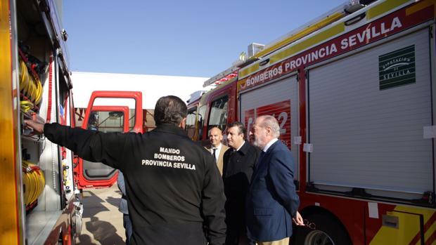 La Diputación de Sevilla ha entregado cinco camiones de bomberos tras una inversión de 1,7 millones de euros