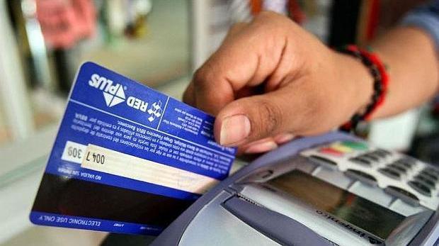 Una mujer ha sido detenida por sustraer la tarjeta bancaria a la anciana para la que trabajaba en Osuna