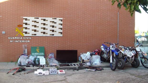La Guardia Civil ha recuperado móviles, quads, perfumes y dinero, entre otros objetos, a una red criminal