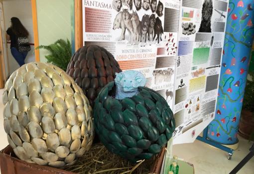 Detalle de tres huevos de los dragones