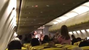El vídeo de un azafato parodiando «Despacito» que arrasa en Facebook