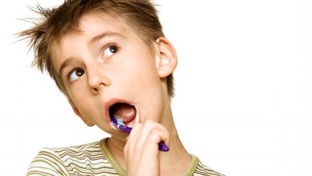 Cepillarse los dientes retrasa el alzheimer