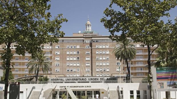 Fachada principal del hospital Virgen del Rocío