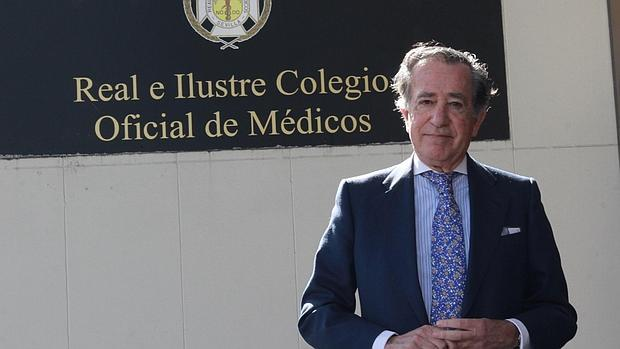 Enrique Rojas en en el Colegio de Médicos de Sevilla