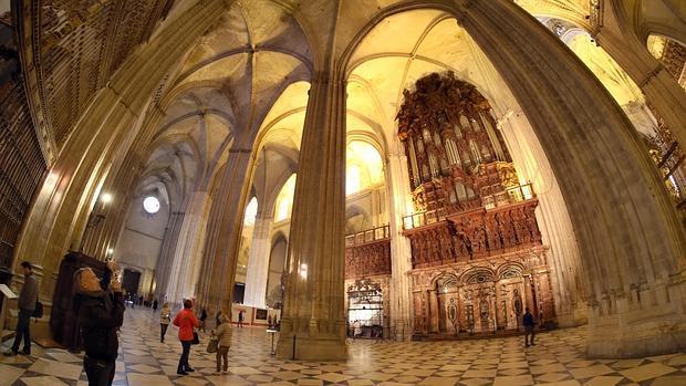 Las claves del xito tur stico de la catedral de sevilla for Exterior catedral de sevilla