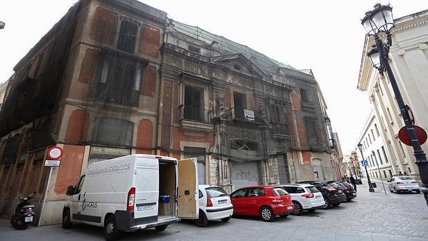 Fachada de la Casa de la Moneda cuyas obras quedaron paralizadas en enero de 2011