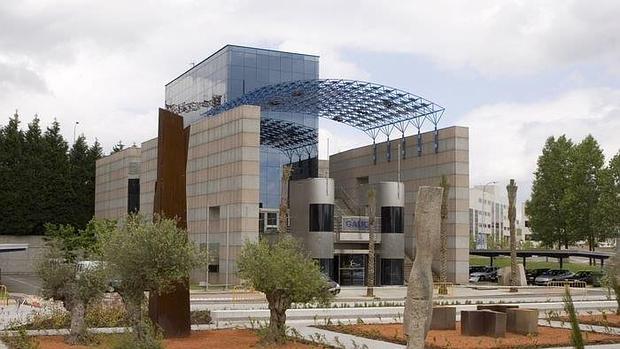 El Pabellón de Galicia es propiedad de la Xunta y alberga sedes administrativas en Santiago de Compostela