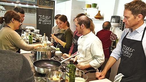 Cursos y talleres en sevilla descubre un universo for Taller andaluz de cocina