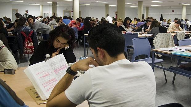 Calendario Examenes Derecho Us.Bibliotecas De Guardia En Sevilla Donde Estudiar Para Los Examenes