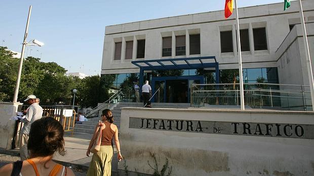 Condenan a tres a os de c rcel a un examinador de sevilla - Jefatura provincial de trafico madrid ...