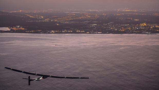 El avión Solar Impulse II en una de sus travesías