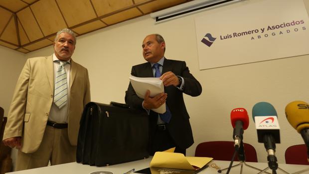 Rigoberto Artiles, a la izquierda, junto a Luis Romero durante la rueda de prensa de ayer