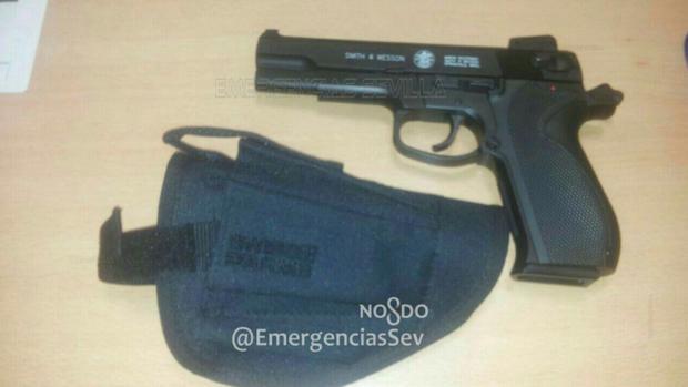 La pistola tenía el martillo preparado para disparar