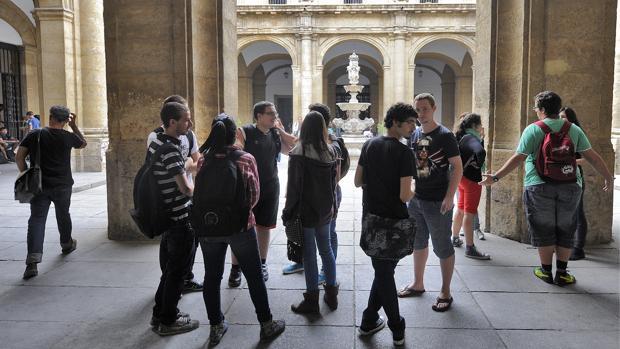Uno de los patios del Rectorado la Universidad de Sevilla