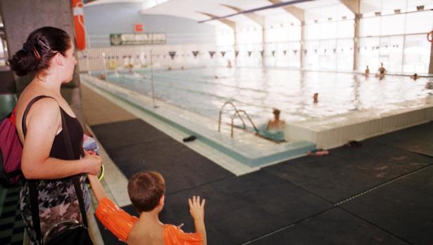 La piscina virgen de los reyes lleva dos a os de cierre for Piscinas imd sevilla