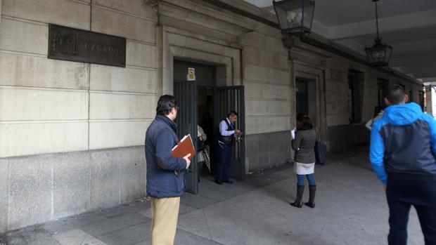 Las mujeres maltratadas no tendr n intimidad en los for Juzgados viapol sevilla