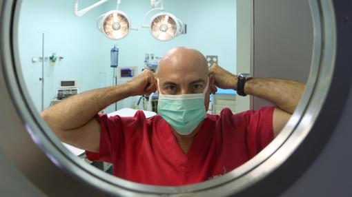 El cirujano plástico José Serres