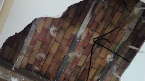 Cae el techo de una conocida taberna en Málaga