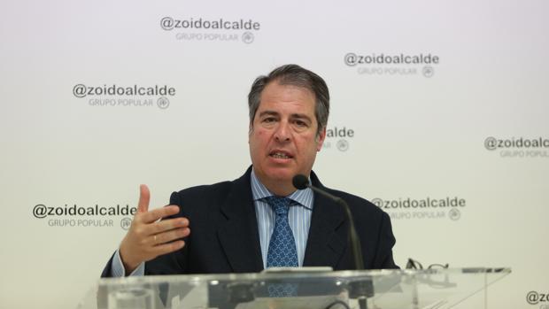 Gregorio Serrano, durante una rueda de prensa en el Ayuntamiento